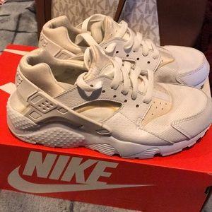Nike huaraches size US 7.5